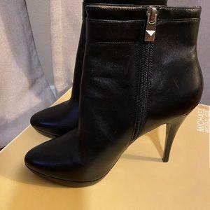 MICHAEL Michael Kors Lolita black leather bootie